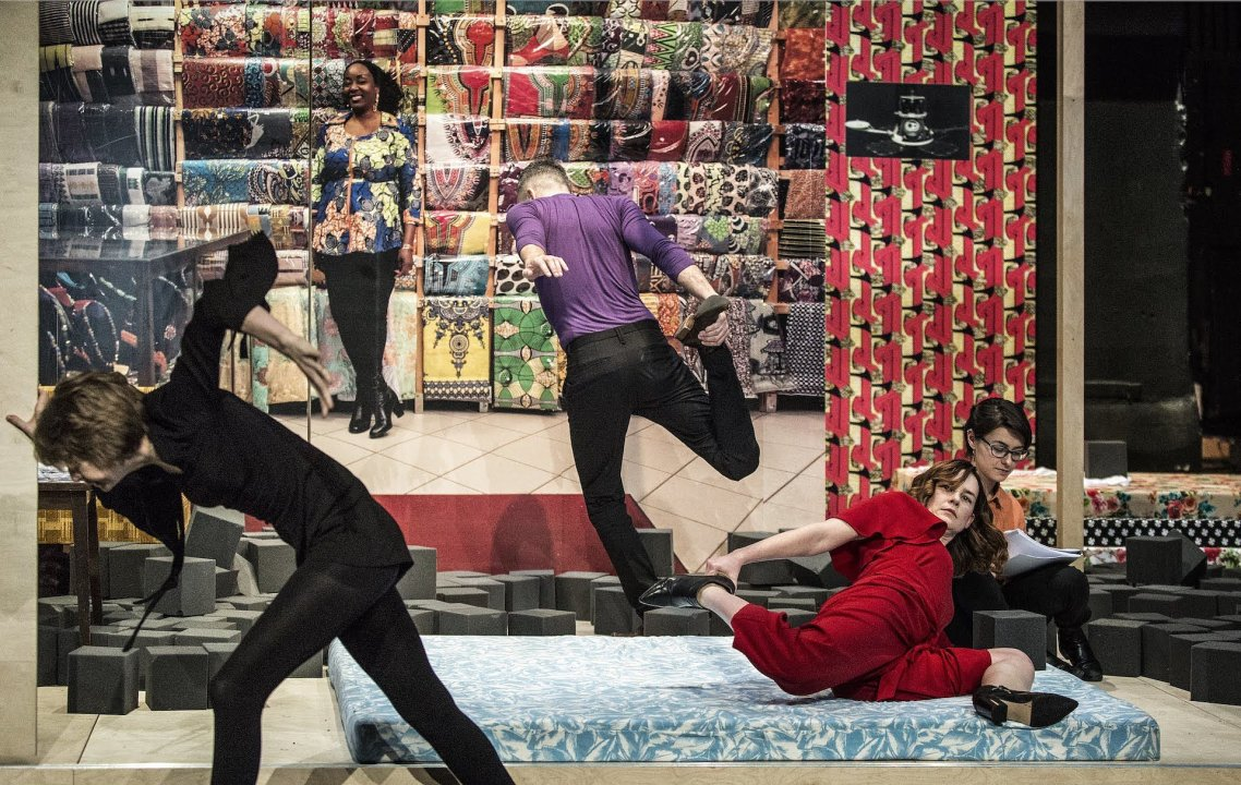 4010d9b5d Divadelný festival Eurokontext v SND, zameraný tento rok na činohru,  uviedol v pondelok 10.6. inscenáciu Kalifornia – Grace Slick divadla TR  Varšava v réžii ...