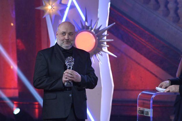 Radim Hladík jr. preberá cenu Český lev 2021 za kategóriu najlepší zvuk vo filme Šarlatán.