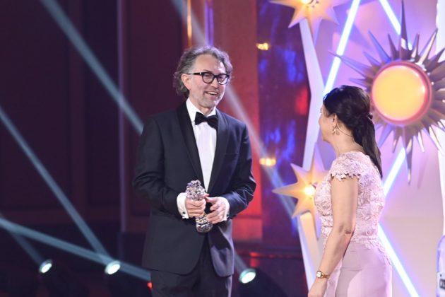 Martin Štrba preberá cenu Český lev 2021 za kategóriu najlepšia kamera filmu Šarlatán.